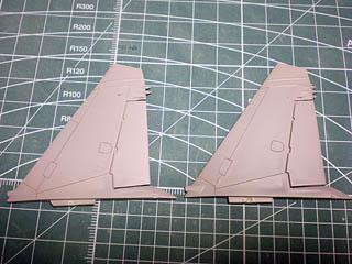垂直尾翼モールド彫り