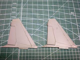 垂直尾翼モールド彫り2