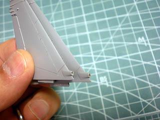 垂直尾翼モールド穴開け